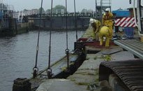 Lifting of the lock gate
